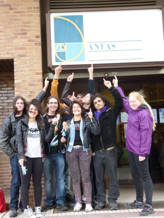 Los jóvenes realizaron un taller de marionetas junto con un grupo de usuario de ANFAS Navarra.
